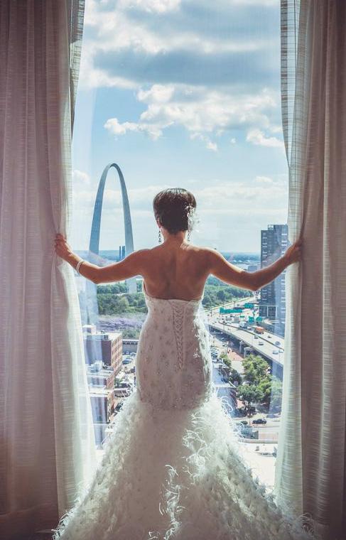 ash-forrest-stl-arch-four-seasons-window-bride-wedding